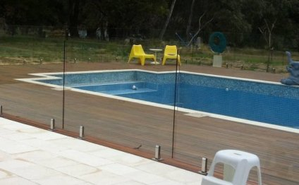 DIY glass fencing for pools