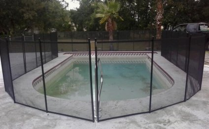 Orlando Pool Fence in Concrete